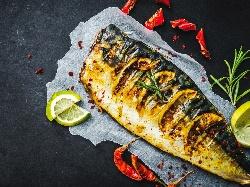 Лесна печена риба скумрия на скара по класическа рецепта - снимка на рецептата